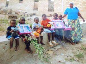 Quelques  enfants du futur orphélinat avec soeur céleste